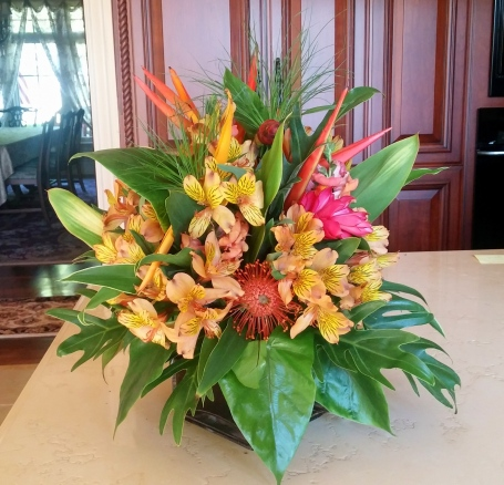 Tropical arrangement for the pool dining table